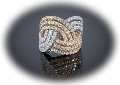 Cocktail ring with 2.21 cts of diamonds in 18kt white and yellow gold