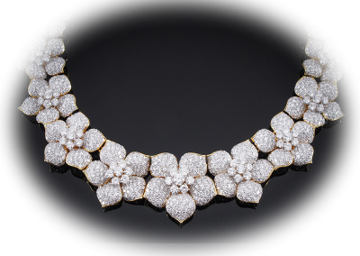 Flower necklace with 62 cts of diamonds