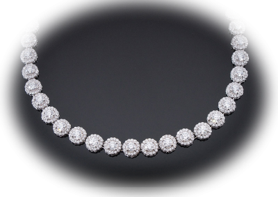 Halo diamond necklace with 25 cts in 18kt white gold