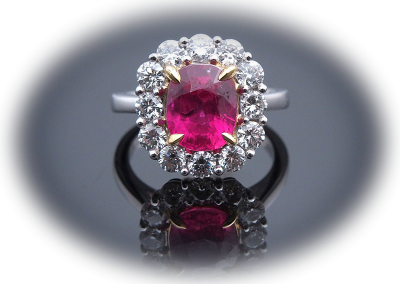 Ring 3.52ct ruby and 1.34ct diamonds in 18kt white gold