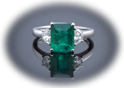 Ring with 2.05ct emerald and 0.37ct diamonds in 18kt white gold