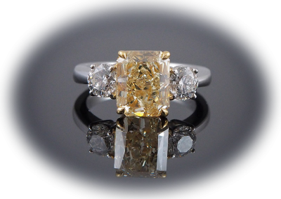 Ring with 2.69 ct light yellow diamond and 0.98ct white diamonds in platinum and gold