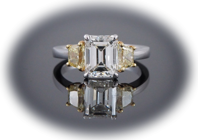 Ring with 2 ct emerald-cut diamond and 0.86ct side yellow diamonds in 18kt white and yellow gold