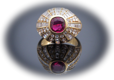 Ring with 1.25ct ruby and 1.95 cts of diamonds in 18kt yellow gold