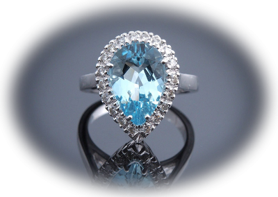 Ring with 3.05ct aquamarine and 0.42ct diamonds in 18kt white gold