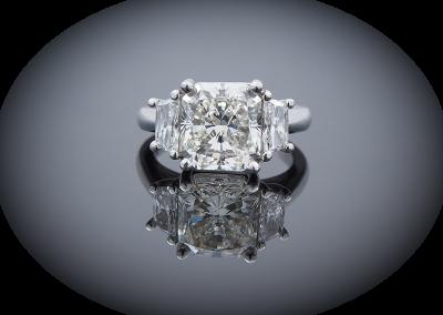 Ring with 4.54ct radiant diamond in platinum