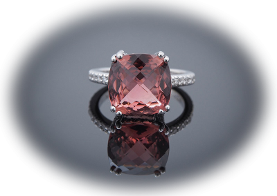Ring with briolette-cut rose tourmaline