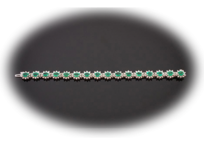Bracelet with 12 cts of emerald and 4 cts of diamonds in 18kt white gold