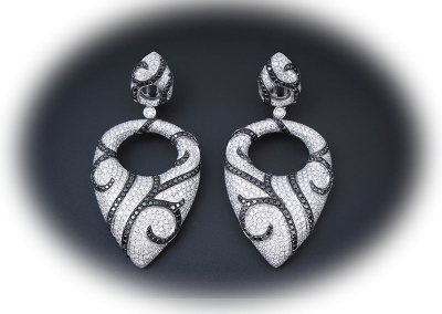 Earrings with black and white diamonds in 14kt white gold