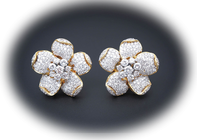 Flower earrings with 12 cts of diamonds in 18kt yellow gold
