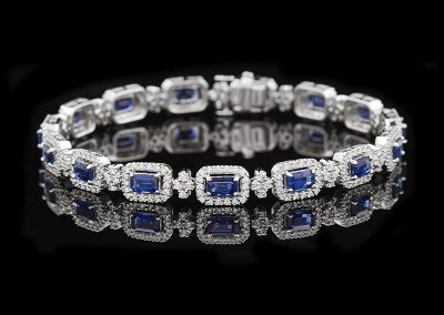 Bracelet with 6 carats of blue sapphires and 2 carats of diamonds in 18kt white gold