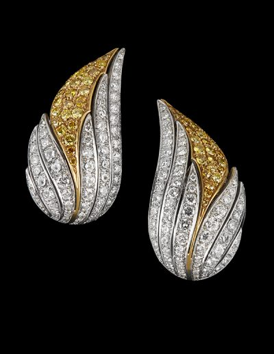 Earrings with 2 carats of fancy yellow diamonds and 3 carats of white diamonds in 18kt white and yellow gold