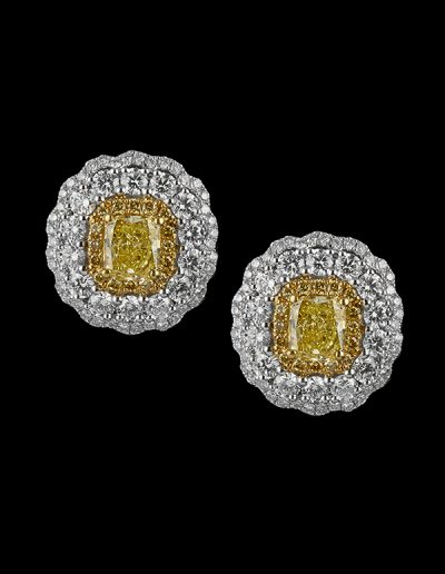Earrings with 1.61 carats of yellow diamonds and 2.43 carats of white diamonds in 18kt white and yellow gold