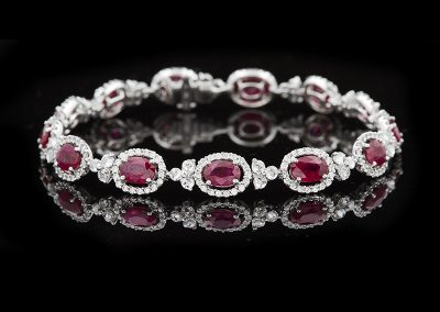 Bracelet with 7.49 carats of rubies and diamonds in 18kt white gold