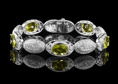 Bracelet with 12.66 carats of peridot and 3.61 carats of diamonds in 18kt white gold