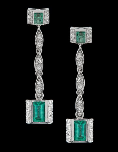 Drop earrings with 3.25 carats of emeralds and 0.60 carats of diamonds in platinum