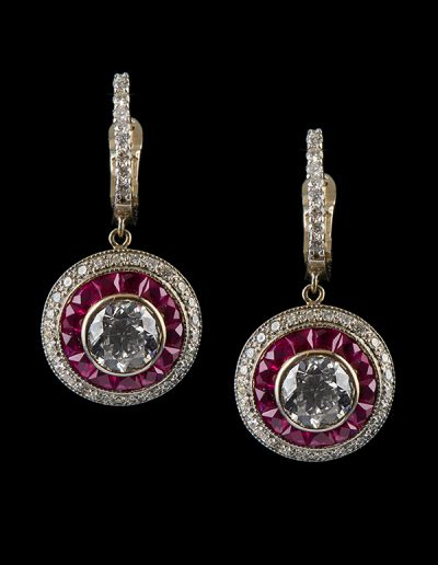 Dangle earrings with diamonds and rubies in 14kt white gold