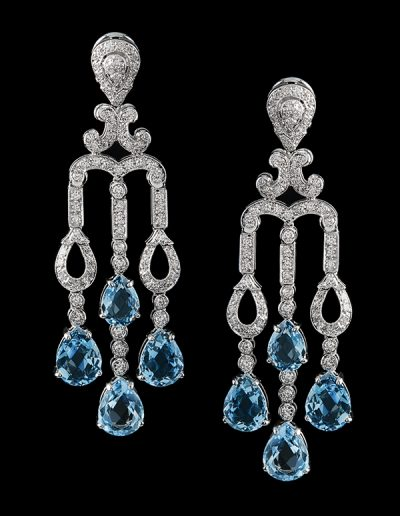Chandelier earrings with 11 carats of aquamarines and 1 carat of diamonds in 18kt white gold