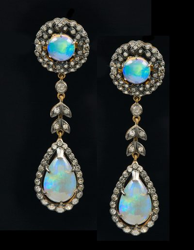 Antique earrings with opals and diamonds in silver and 18kt yellow gold