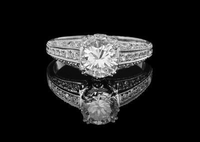 Ring with a 1.16 ct center diamond and 0.18 carats of side diamonds in 18kt white gold