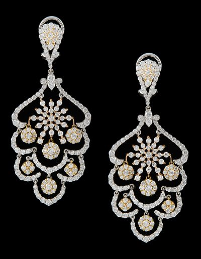 4 Chandelier earrings with 8.66 carats of diamonds in 18kt white and rose gold