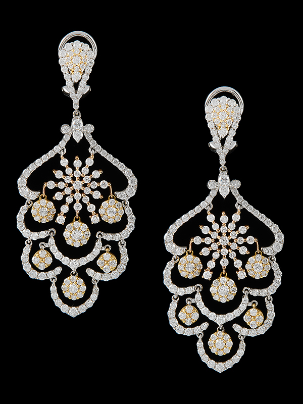 4 Chandelier Earrings With 8 66 Carats Of Diamonds In 18kt White And Rose Gold