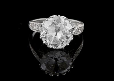 Ring with a 5.06 ct Old European cut diamond in a platinum crown mounting
