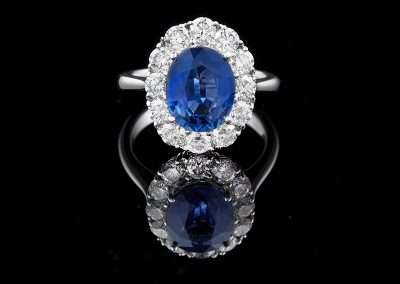 Ring with a 3.56 ct no heat sapphire and 1.62 carats of diamonds in 18kt white gold