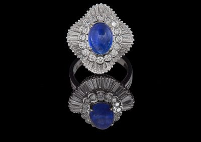 Ring with a 3.53 ct blue sapphire cabochon and 4.20 carats of diamonds in an 18kt white gold ballerina mounting