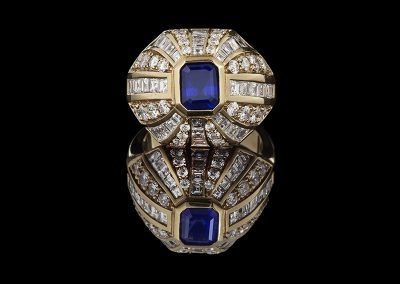Domed ring with a 1 ct sapphire and 1.90 carats of diamonds in 18kt yellow gold