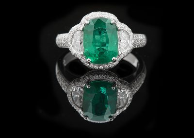 Ring with a 4.47 ct emerald and 1.50 carats of diamonds in platinum