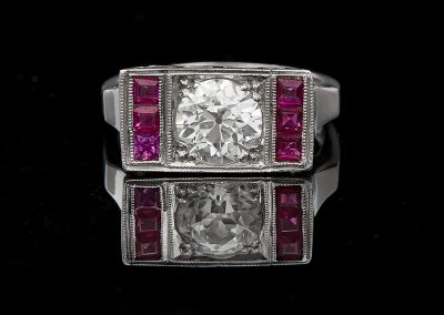 Ring with a 1.60 ct center diamond and rubies in platinum