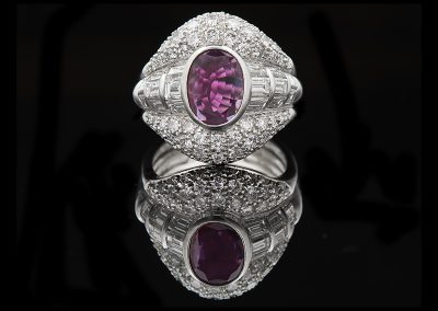 Ring with a 3.60 ct ruby and 1.20 carats of diamonds in 18kt white gold