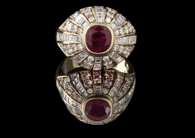 Domed ring with a 1.25 ct ruby and 1.95 carats of diamonds in 18kt yellow gold