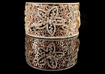 Cuff bracelet with 9.49 carats of diamonds in 18kt rose gold