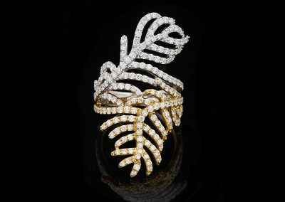 Feather ring with 2.09 carats of diamonds in 18kt white and yellow gold