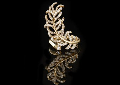 Feather ring with 1.64 carats of diamonds in 18kt yellow gold