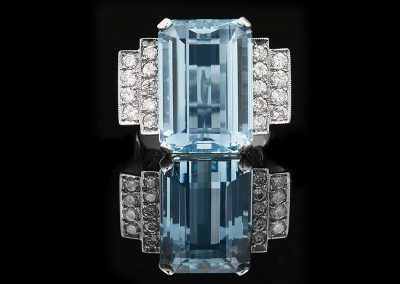 Cocktail ring with a 14 ct aquamarine and 0.75 carats of diamonds in 18kt white gold