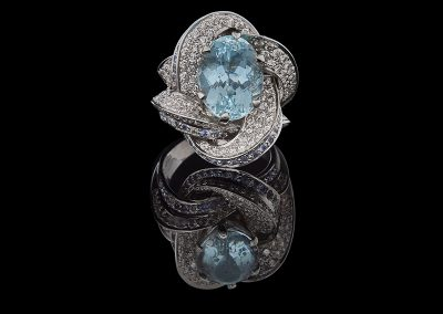 Ring with 8.64 carats of aquamarines and 3.50 carats of diamonds in 18kt white gold