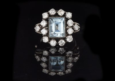 Estate ring with a 2.50 ct aquamarine and 1.50 carats of diamonds in platinum