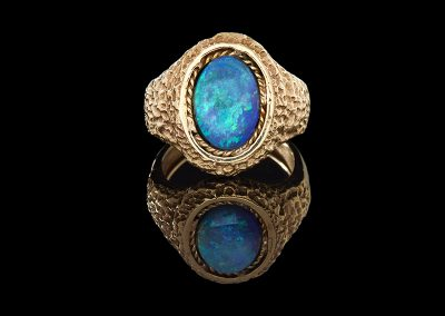 Estate ring with an opal in 14kt yellow gold