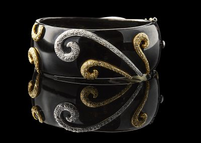Cuff bracelet with 3.14 carats of diamonds in 18kt yellow white and black gold