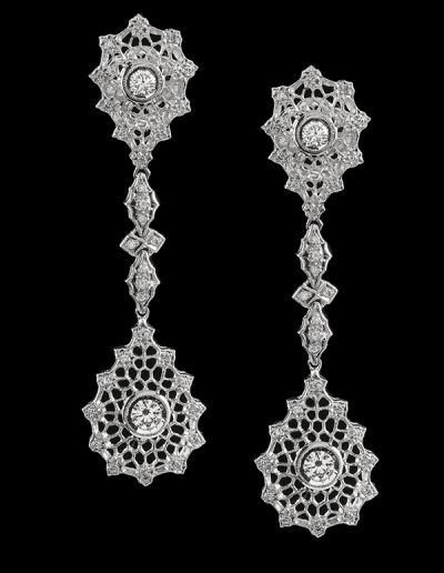9 Dangle earrings with 1.41 carats of diamonds in 18kt white gold