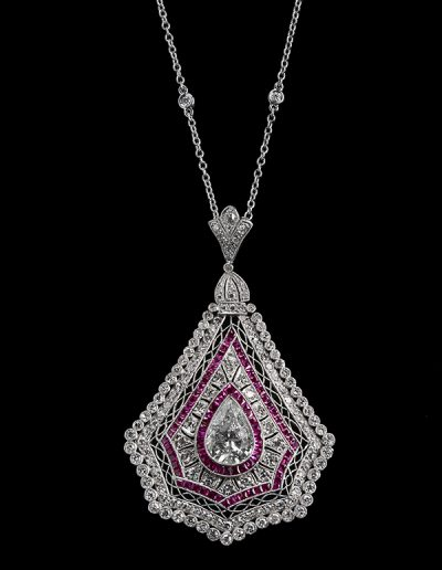 Pendant with a 3.50 ct center diamond surrounded by diamonds and rubies in platinum